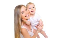 Gelukkige glimlachende moeder met baby op witte achtergrond stock afbeeldingen