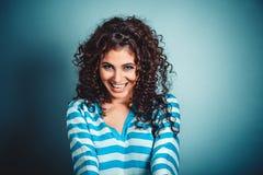 Gelukkige glimlachende vrouw royalty-vrije stock foto's
