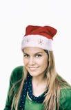 Gelukkige glimlachende vrouw met rode Kerstmishoed op witte achtergrond Stock Foto's