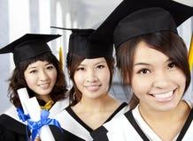 Gelukkige graduatie Aziatische meisjes Royalty-vrije Stock Foto's