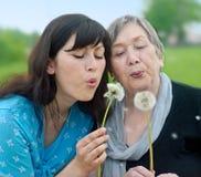 Gelukkige grootmoeder en kleindochter Royalty-vrije Stock Afbeelding