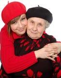 Gelukkige grootmoeder en kleindochter met baretten Stock Foto