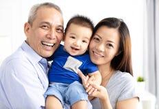 Gelukkige grootouder met babykleinzoon royalty-vrije stock afbeeldingen