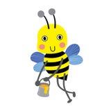 Gelukkige grote Bij die rond met een boordevolle kruik van het heerlijke karakter van het honingsbeeldverhaal vliegen Royalty-vrije Stock Afbeeldingen