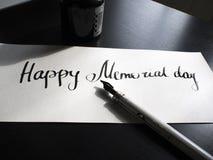Gelukkige Herdenkingsdagkalligrafie en van letters voorziende prentbriefkaar De mening van het perspectief Eerste hard Royalty-vrije Stock Afbeelding