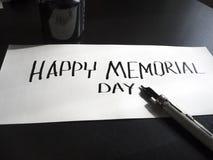 Gelukkige Herdenkingsdagkalligrafie en van letters voorziende prentbriefkaar De mening van het perspectief Harde brieven Stock Afbeelding
