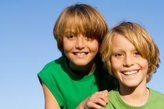 Gelukkige het glimlachen jonge geitjes Royalty-vrije Stock Afbeeldingen