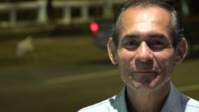 Gelukkige het Verkeersstraat van de mensen Sprekende Nacht stock videobeelden