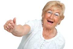 Gelukkige hogere vrouw die positiviteit toont. stock foto's