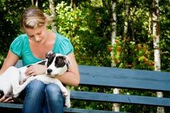 Gelukkige hond en eigenaar Stock Afbeelding