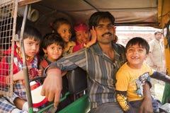 Gelukkige Indische kinderen die van holi genieten Stock Foto's