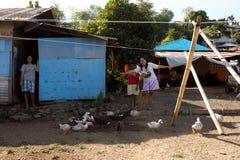 Gelukkige Indonesische vrouw in Manado-sloppenwijk Royalty-vrije Stock Foto's