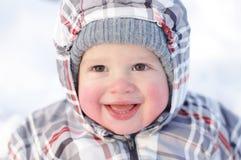 Gelukkige 1 jaarbaby met rooskleurige wangen in de winter Stock Afbeeldingen