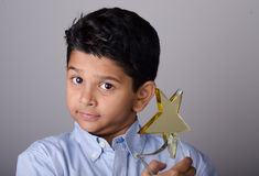 Gelukkige jong geitje of student met toekenning royalty-vrije stock fotografie