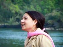 Gelukkige jonge Aziatische vrouw Royalty-vrije Stock Fotografie