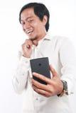 Gelukkige Jonge Aziatische Zakenman Taking Selfie Photo Stock Foto's