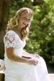 Gelukkige jonge blonde bruid Royalty-vrije Stock Foto's