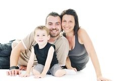 Gelukkige jonge familie die op wit wordt geïsoleerds stock afbeeldingen