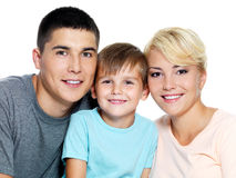 Gelukkige jonge familie met zoon van 6 jaar Stock Foto