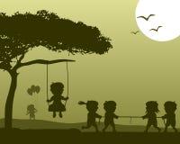 Gelukkige Jonge geitjes die Silhouetten spelen stock illustratie