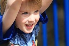 Gelukkige jonge jongen Stock Foto's