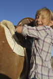 Gelukkige Jonge Meisje en Poney Stock Fotografie