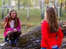 Gelukkige jonge meisjes Royalty-vrije Stock Afbeeldingen