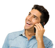 Gelukkige Jonge Mens die Slimme Telefoon met behulp van royalty-vrije stock fotografie