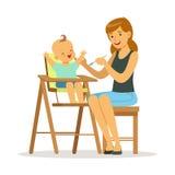 Gelukkige jonge moeder die haar baby in highchair, kleurrijke vectorillustratie voeden Stock Afbeelding