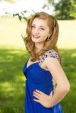 Gelukkige jonge tiener die klaar aan prom worden royalty-vrije stock afbeeldingen