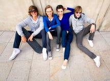 Gelukkige jonge vrienden Stock Foto