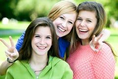 Gelukkige jonge vrienden Stock Foto's