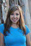 Gelukkige jonge vrouw stock foto