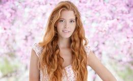 Gelukkige jonge vrouw bij de lente royalty-vrije stock foto's