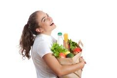 Gelukkige jonge vrouw die een het winkelen zak draagt Stock Foto