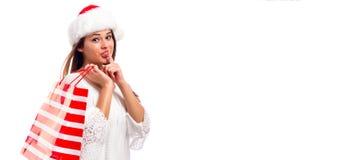 Gelukkige jonge vrouw die een het winkelen zak houdt Royalty-vrije Stock Afbeelding