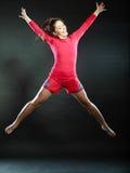 Gelukkige jonge vrouw die voor vreugde springen Royalty-vrije Stock Afbeelding