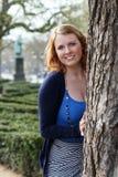 Gelukkige jonge vrouw in het park stock foto's
