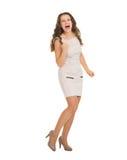 Gelukkige jonge vrouw in kledings verheugend succes Stock Foto's