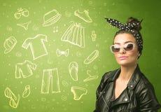 Gelukkige jonge vrouw met glazen en vrijetijdskledingspictogrammen Royalty-vrije Stock Foto