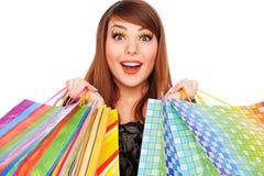 Gelukkige jonge vrouw met het winkelen zakken Stock Afbeeldingen
