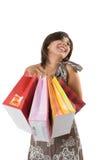 Gelukkige jonge vrouw op een het winkelen papieren zak. stock foto