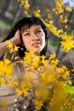 Gelukkige jonge vrouw openlucht Stock Fotografie