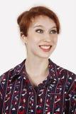Gelukkige jonge vrouw in overhemd tegen grijze achtergrond Royalty-vrije Stock Foto's