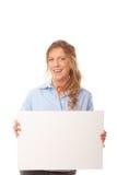 Gelukkige jonge vrouwelijke holdings lege banner royalty-vrije stock afbeelding