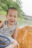 Gelukkige jongen in boot Stock Foto