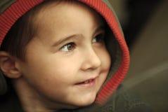 Gelukkige jongen in kap Royalty-vrije Stock Foto's