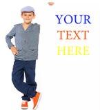 Gelukkige jongen met aanplakbiljet stock fotografie