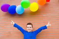 Gelukkige Jongen met Ballons royalty-vrije stock foto