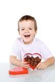 Gelukkige jongen met chocolade Stock Afbeeldingen